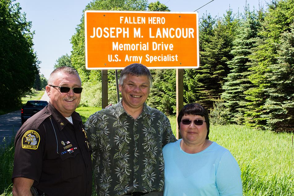 Joe lancour memorial sign004