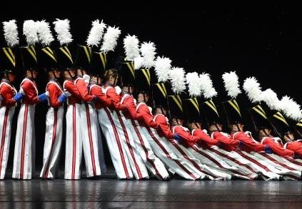 36人의 '빗속 탭댄스'에 빠져, 뉴욕이 춤을 춘다
