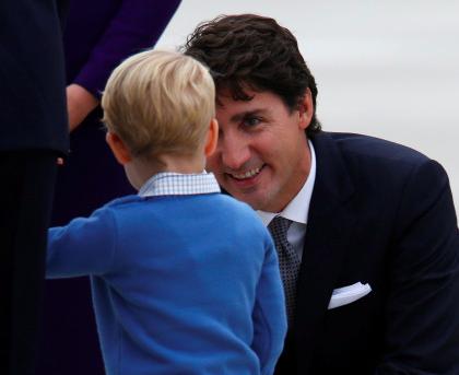 영국 조지 왕자가 캐나다 트뤼도 삼촌을 만났다