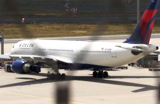 델타항공 여객기, 삼성 태블릿에서 연기 발생해 비상착륙
