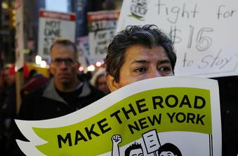 뉴욕시 뛰는 교통요금에 '지원책 내놔라' 시민운동