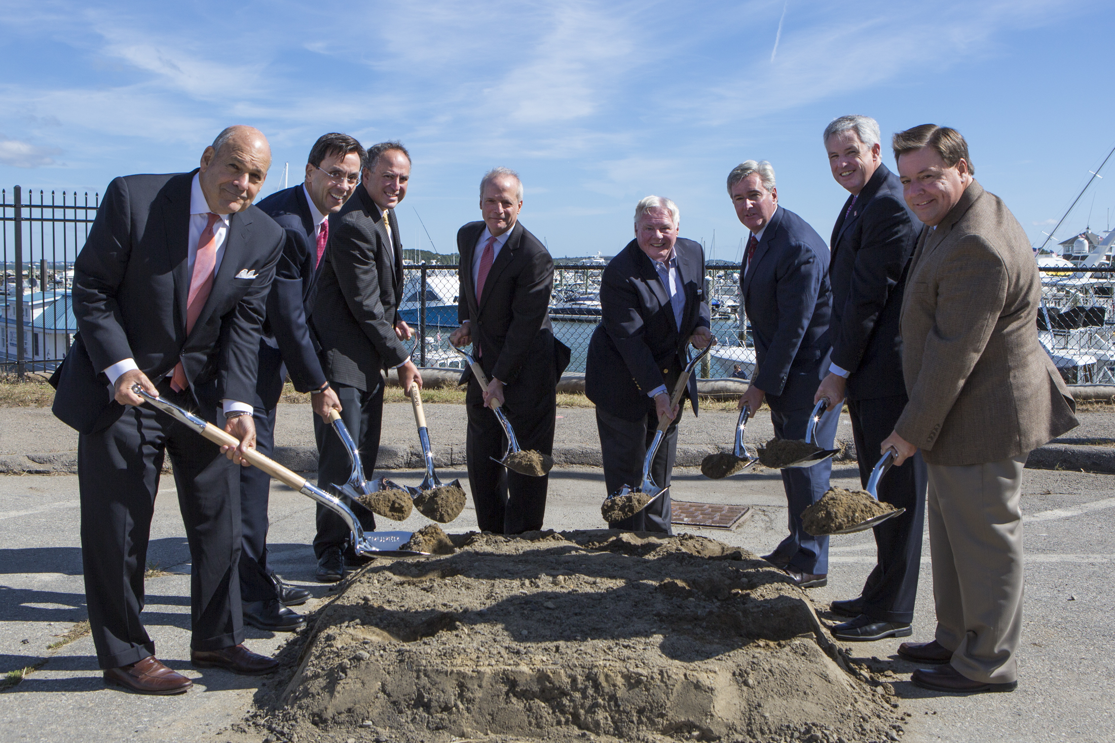 From left to right:  Howard Elkus, Elkus Manfredi; Hines Managing Director Jim Dunlop; MetLife Director Don Svoboda; Hines Senior Managing Director David Perry; Chairman of the Quincy Planning Board William Geary; Massachusetts State Representative Bruce J. Ayers; Massachusetts State Senator John F. Keenan; Quincy Mayor Tom Koch