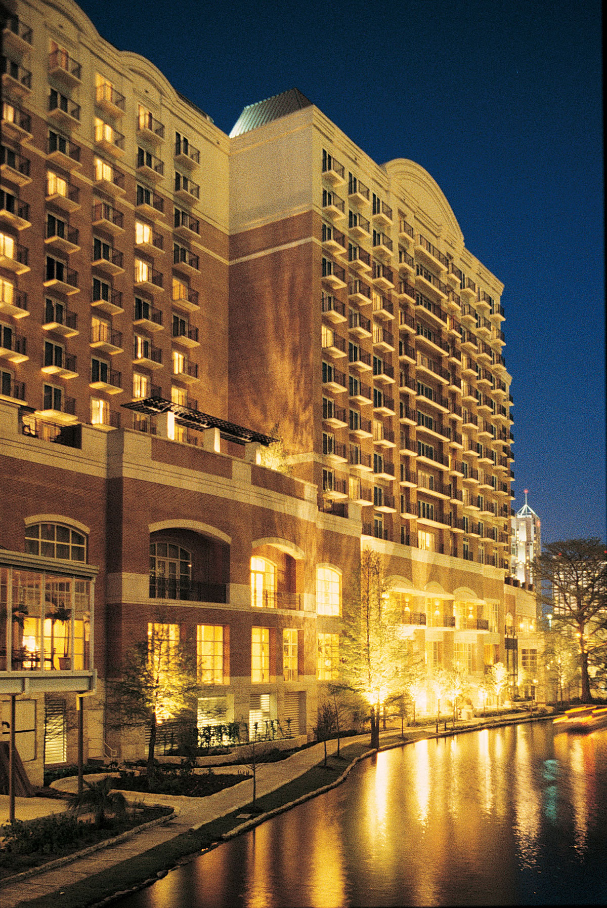 Hotels Close To The Riverwalk San Antonio