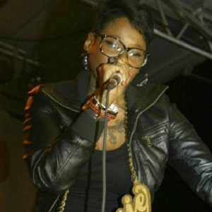 "Jean Grae - Compares ""Cookies Or Comas"" To ""Cake Or Death"""
