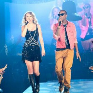"B.o.B Joins Taylor Swift In Dallas To Perform ""Airplanes"""