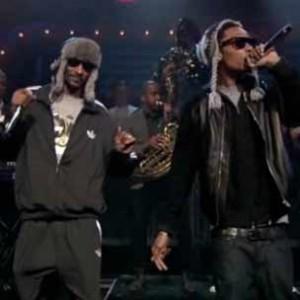 "Snoop Dogg & Wiz Khalifa f. The Roots - ""Young, Wild & Free [Jimmy Fallon Performance]"""