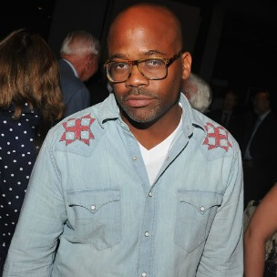 "Damon Dash Shows Revitalization Of Cavi Clothing Line During ""Cavi Life"" Episode"