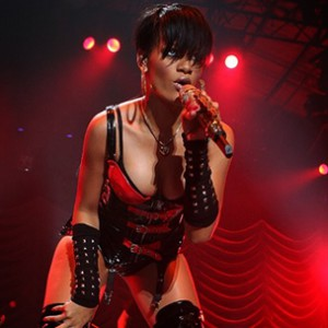 "Rihanna Tattoos ""Thug Life"" On Her Knuckles"