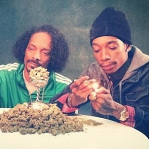 """Snoop Dogg Nominates Wiz Khalifa For High Times's """"Stoner Of The Year"""""""