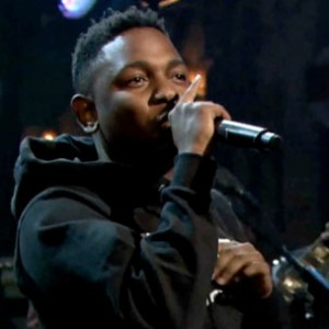 "Kendrick Lamar f. The Roots - ""Swimming Pools [Jimmy Fallon Performance]"""