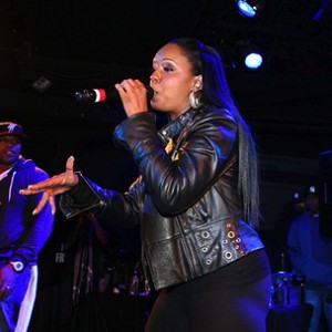 Rah Digga f. Nitty Scott, MC - Never Back Down