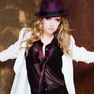 "ZZ Ward Discusses Rap Influence, Claims ""Kendrick Lamar Is Going To Save Hip Hop"""