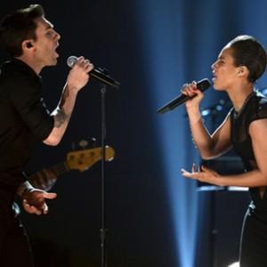 "Alicia Keys f. Maroon 5 - ""Girl On Fire [Grammy Performance]"""