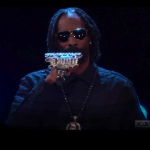 "Snoop Lion - ""No Guns Allowed"" [Conan O'Brien Performance]"