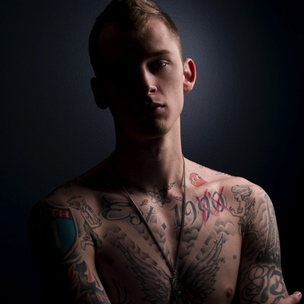 Machine Gun Kelly Disses Fader & Explains Notorious B.I.G.'s Influence