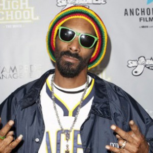 "Snoop Lion Reveals The Inspiration For His Anti-Violence Song ""No Guns Allowed"""