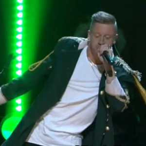 "Macklemore & Ryan Lewis - ""Can't Hold Us"" [Conan O'Brien Live Performance]"