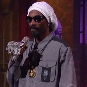 "Snoop Lion f. Cori B. - ""No Guns Allowed"" (David Letterman Performance)"