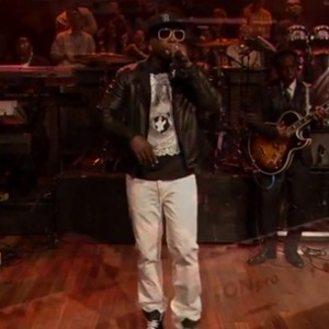"Talib Kweli f. Bilal & The Roots - ""Come Here"" (Live On Jimmy Fallon)"
