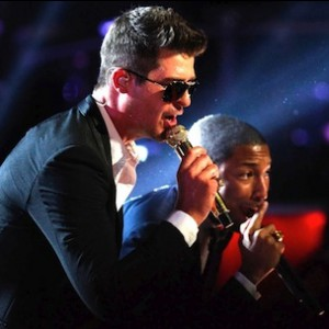 """Robin Thicke f. Pharrell Williams & T.I. - """"Blurred Lines"""" (The Voice Live Performance)"""