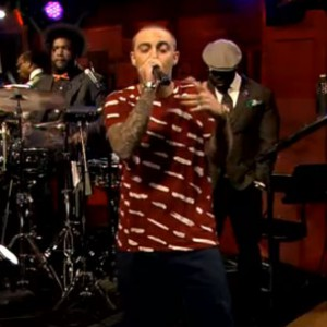 "Mac Miller f. The Roots - ""S.D.S."" (Jimmy Fallon Live Performance)"