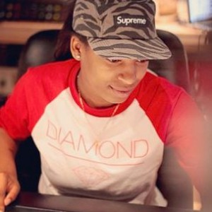 "Wondagurl - Breaks Down ""Magna Carta Holy Grail's"" ""Crown"""