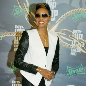 "MC Lyte Honored With ""I Am Hip Hop Award"" At BET Hip Hop Awards"