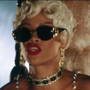 """Rihanna - """"Pour It Up"""""""