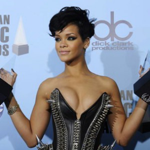 Rihanna To Win AMA Icon Award