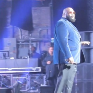 """Rick Ross - Performs """"FUCKWITHMEYOUKNOWIGOTIT"""" With Live Band"""