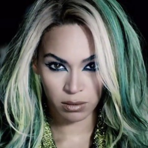 Beyonce's New Album Sells Over 400,000 Copies In One Day