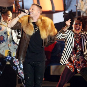 "Macklemore & Ryan Lewis' ""Same Love"" Grammy Performance Includes 33 Weddings"