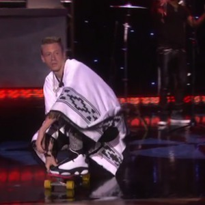 "Macklemore & Ryan Lewis - ""Thrift Shop"" (Live On The Ellen DeGeneres Show)"