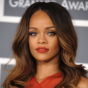 Rihanna Covers lui Magazine Topless [NSFW]