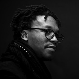 "Lupe Fiasco - Falls Off Stage, Freestyles About It During ""SKEE Live"" Performance"