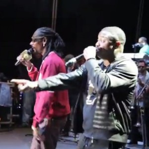 "Snoop Dogg & Doug E. Fresh - ""Lodi Dodi"" (Live At The Roots Picnic)"