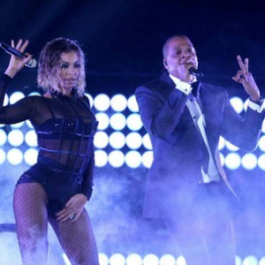 "Jay Z & Beyonce - Performs ""03 Bonnie & Clyde,"" ""Upgrade U"" & ""Crazy In Love"""