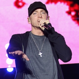 "Eminem Addresses Addiction Problems At ""The Monster Tour"" With Rihanna"