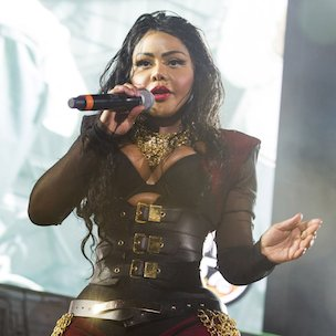"Lil' Kim Disses Nicki Minaj On ""Flawless (Remix),"" ""Identity Theft"" & On Twitter"