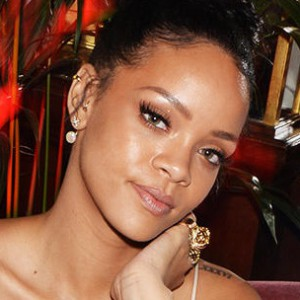 Rihanna-Samsung Album & Tour Pact Worth $25 Million For Singer
