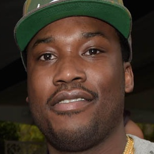 "Drake ""Don't Write His Own Raps,"" According To Meek Mill"