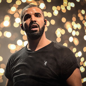 "Drake Responds To Fans Chanting ""Fuck Meek Mill"" During Concert"