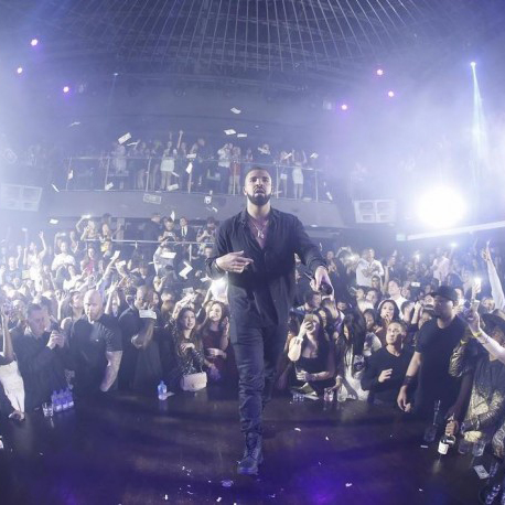 "Drake Updates Fans On ""Views From The 6"" Release At New Year's Eve Party"