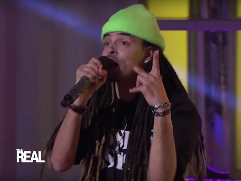 """Dee-1 Performs """"Sallie Mae Back"""" On The Real"""