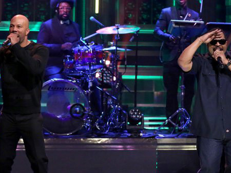 "Ice Cube & Common Perform ""Real People"" Live"