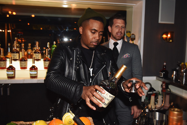 nas mixing henessy drinks
