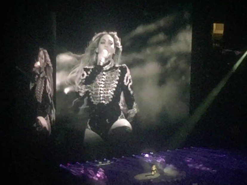 Beyonce Pays Tribute To Prince In Dallas