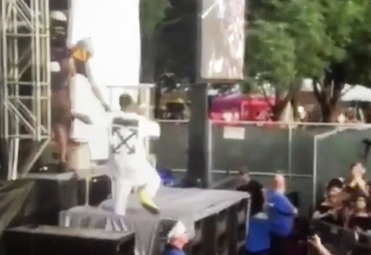 Jeremih Tumbles Through Speakers At Pitchfork Music Festival