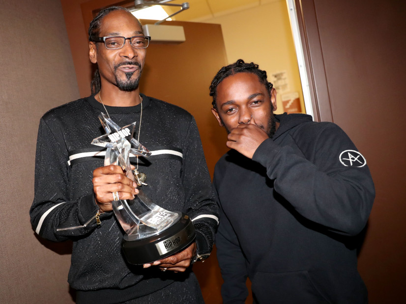 "Kendrick Lamar Presents Snoop Dogg With ""I Am Hip Hop"" Award At The 2016 BET Hip-Hop Awards"