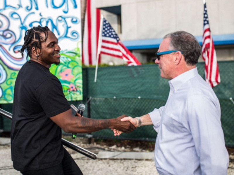 Tim Kaine con Pusha T a Miami